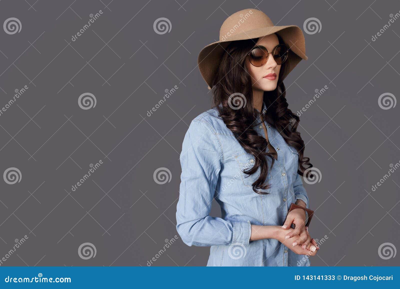 4582da0d75 Beauty Portrait Brunette Young Woman Posing In Profile