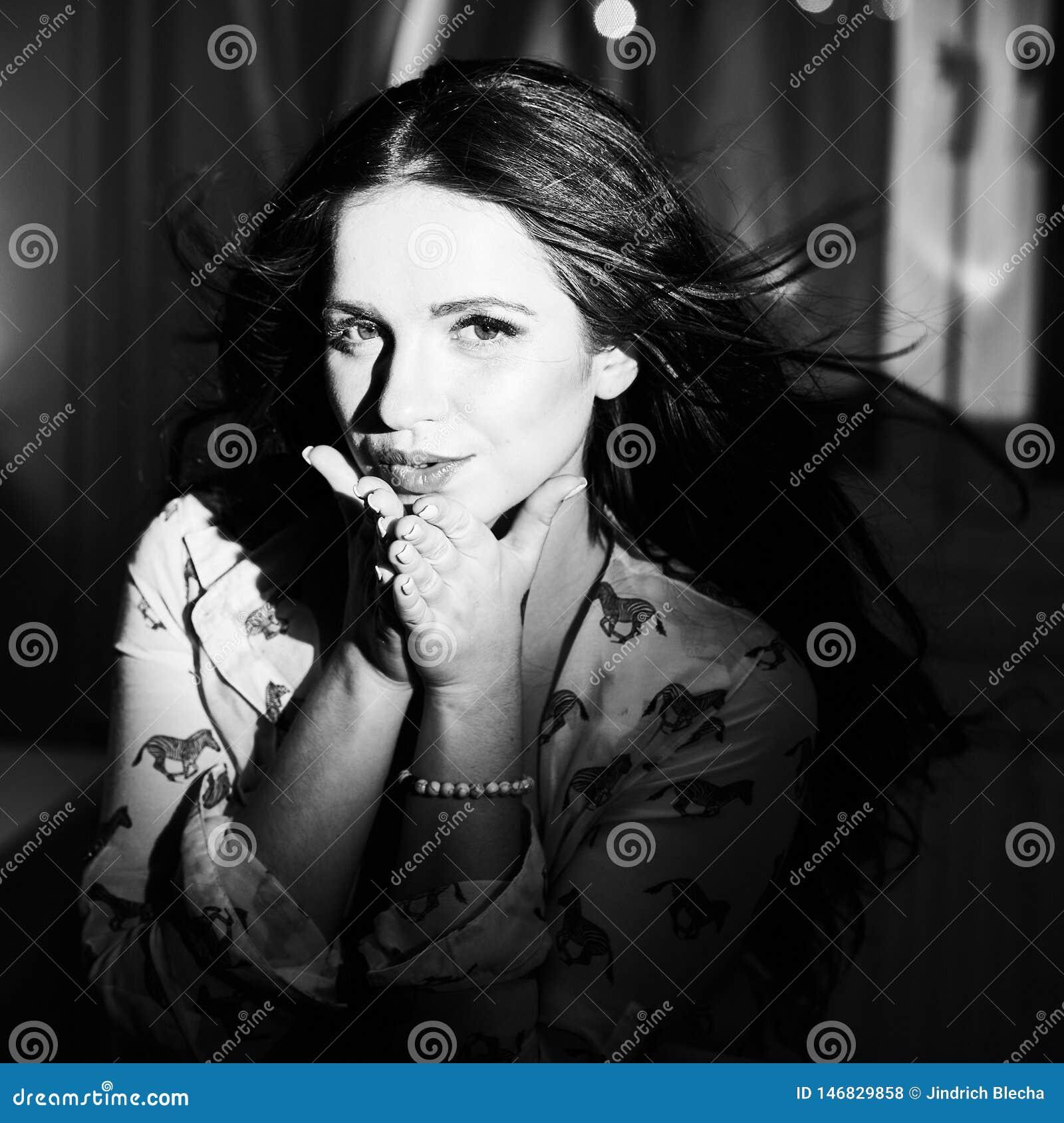 Sensueel portret van jonge naakte vrouw
