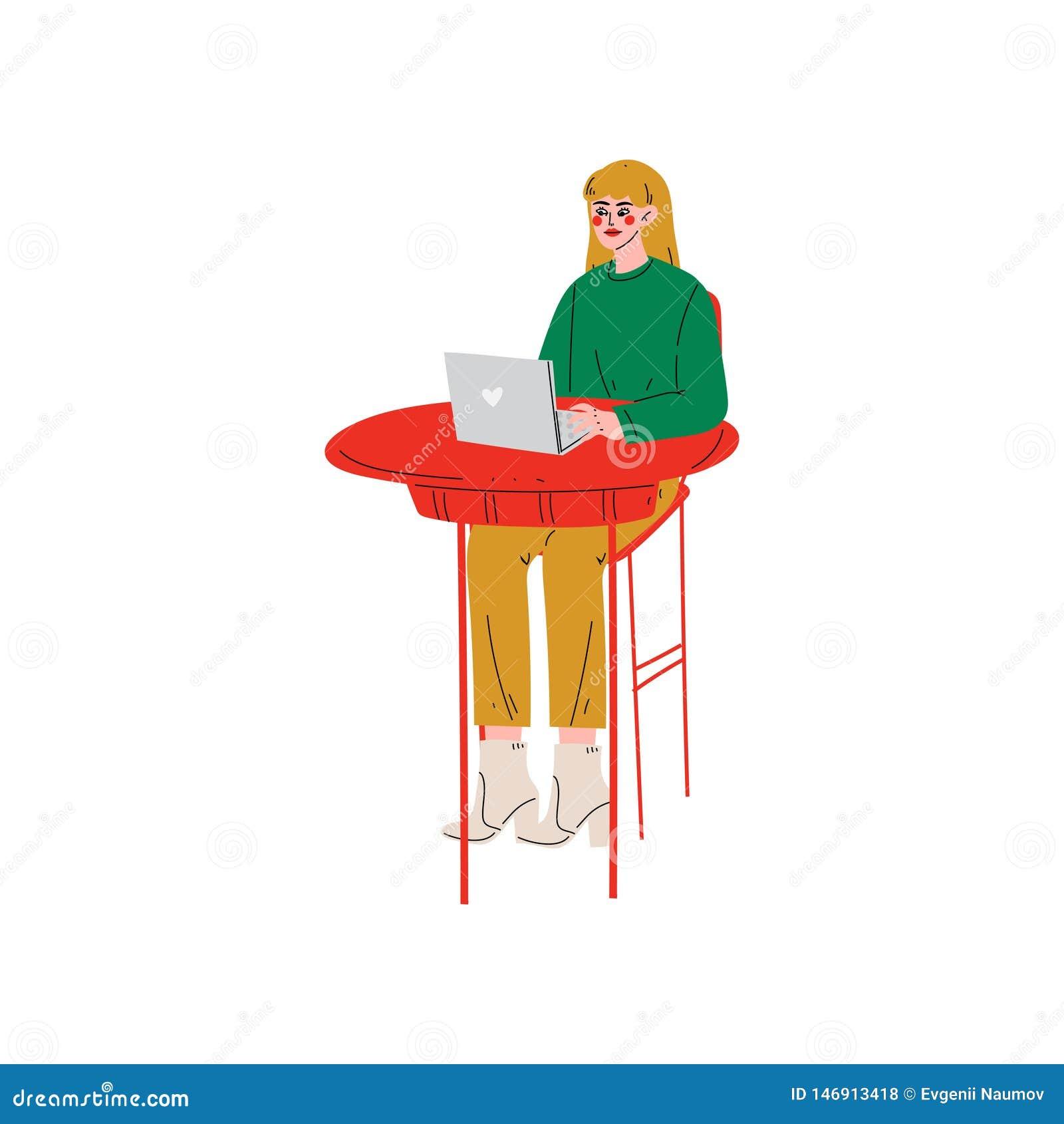 Sentada de la muchacha en el escritorio y funcionamiento en el ejemplo del ordenador portátil, independiente o social de la red d