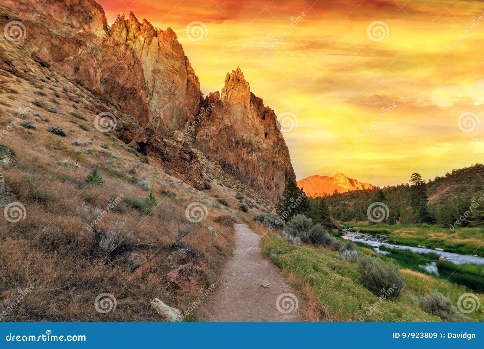Sentier de randonnée au central Orégon de Smith Rock State Park