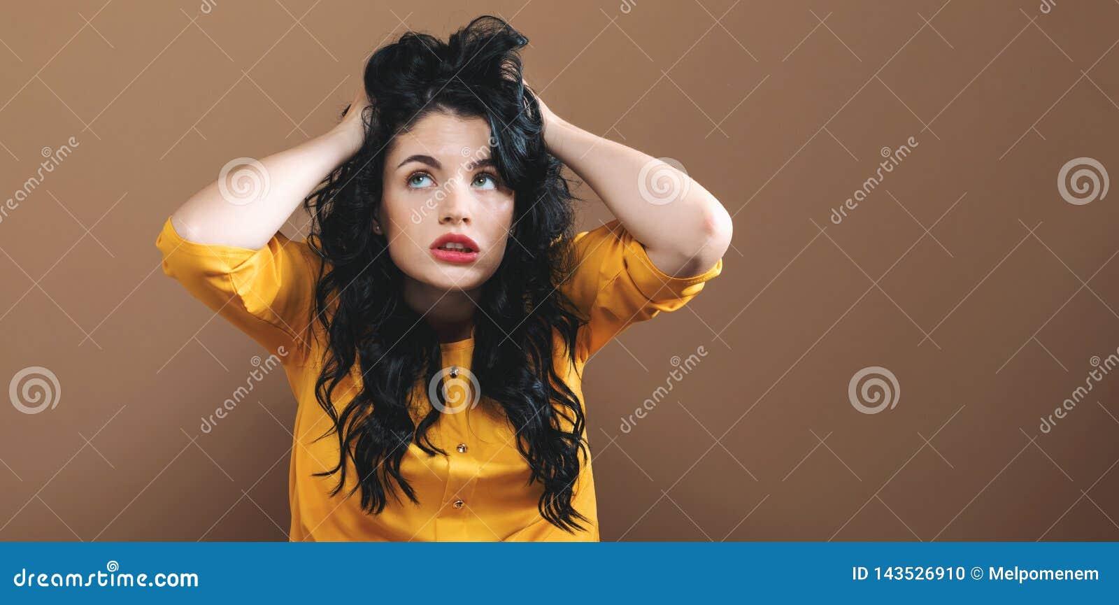 Sentimento da jovem mulher forçado
