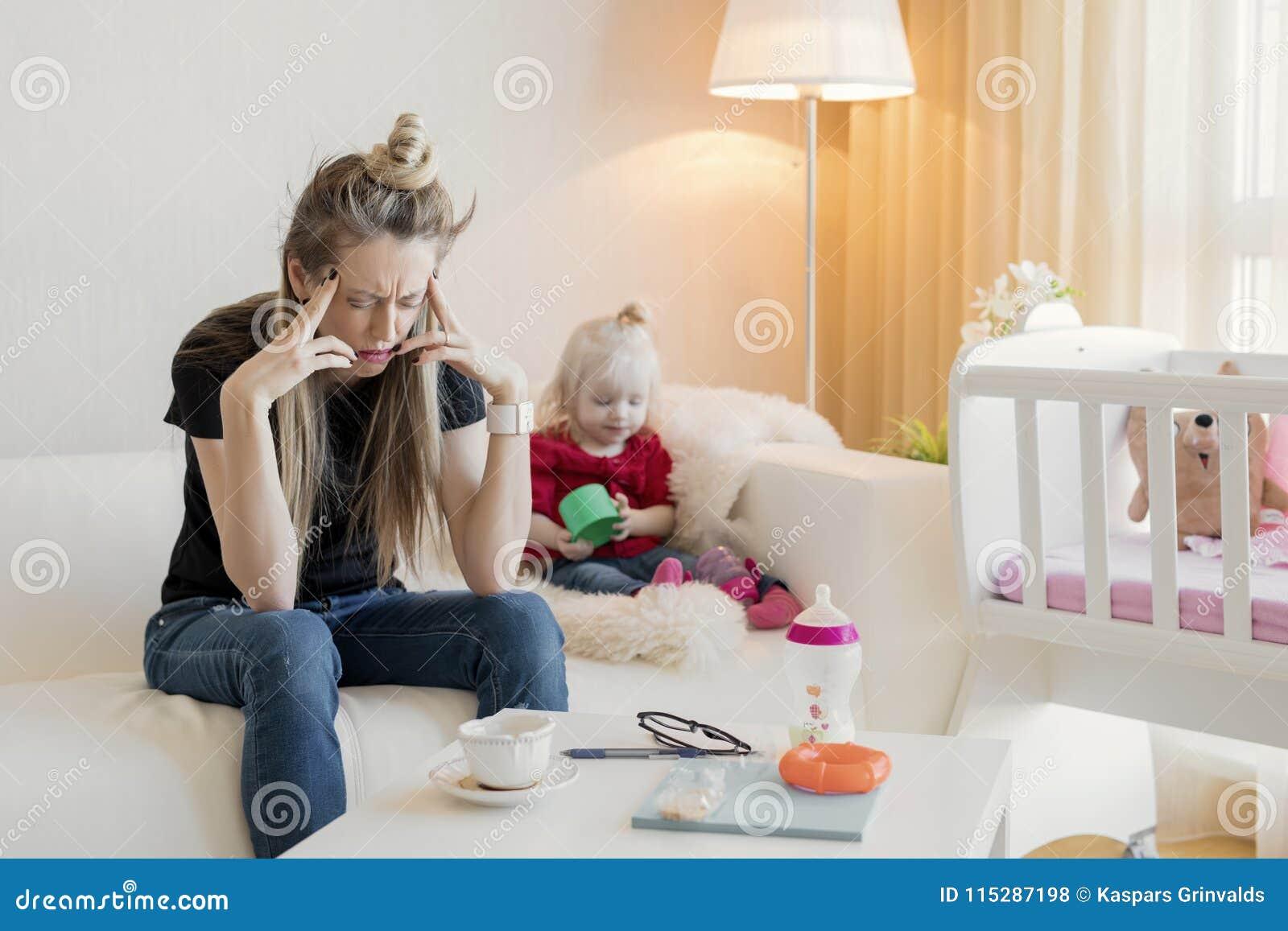 Sentimento frustrante da mamã esgotado