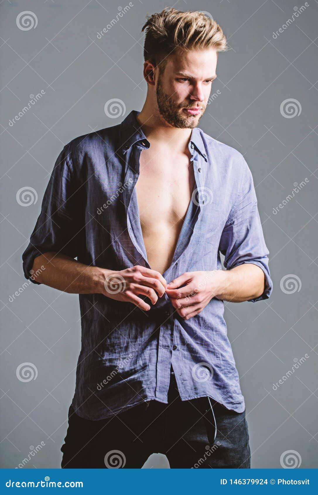 Sentimento livre e seguro Beleza masculina da forma Macho muscular  sexy  Dieta da aptid?o Desejo e tenta??o Seis blocos de