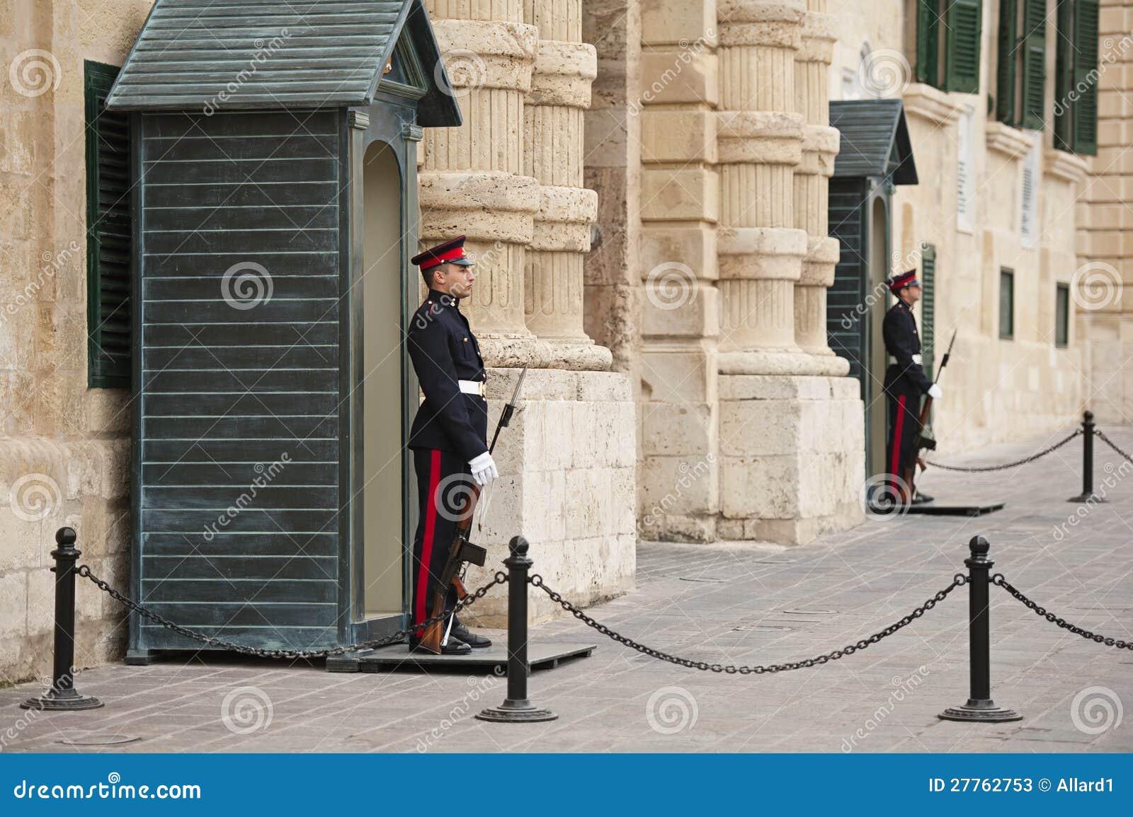 Sentinelles aux Grandmasters palais, Valletta