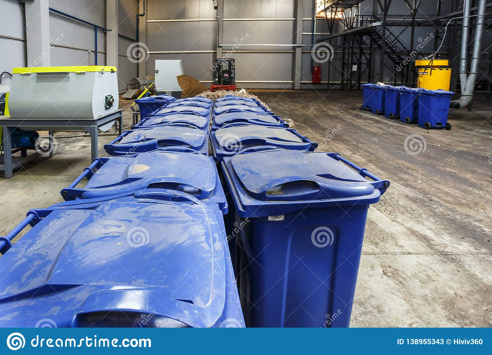 Separate garbage collection. Equipment for pressing debris sorting material to be processed in a modern waste recycling plant