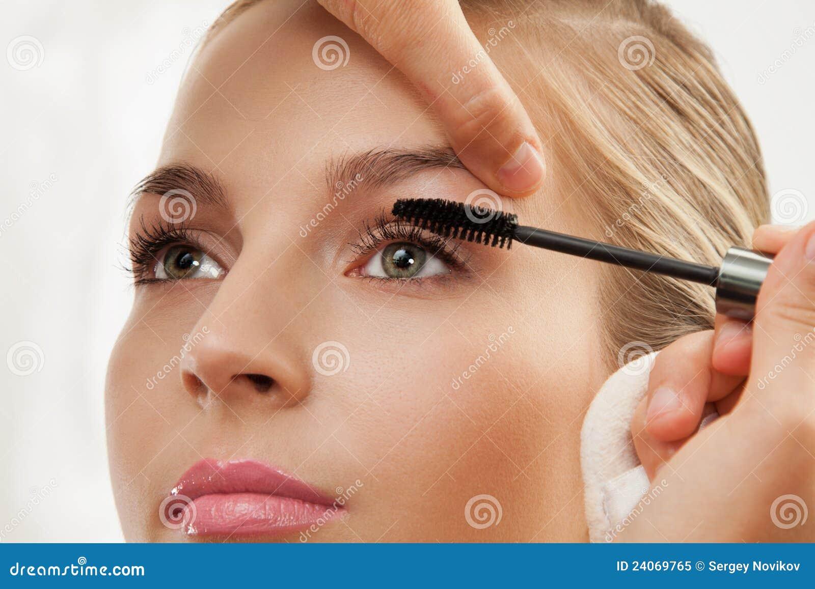 С чего начат макияж фото