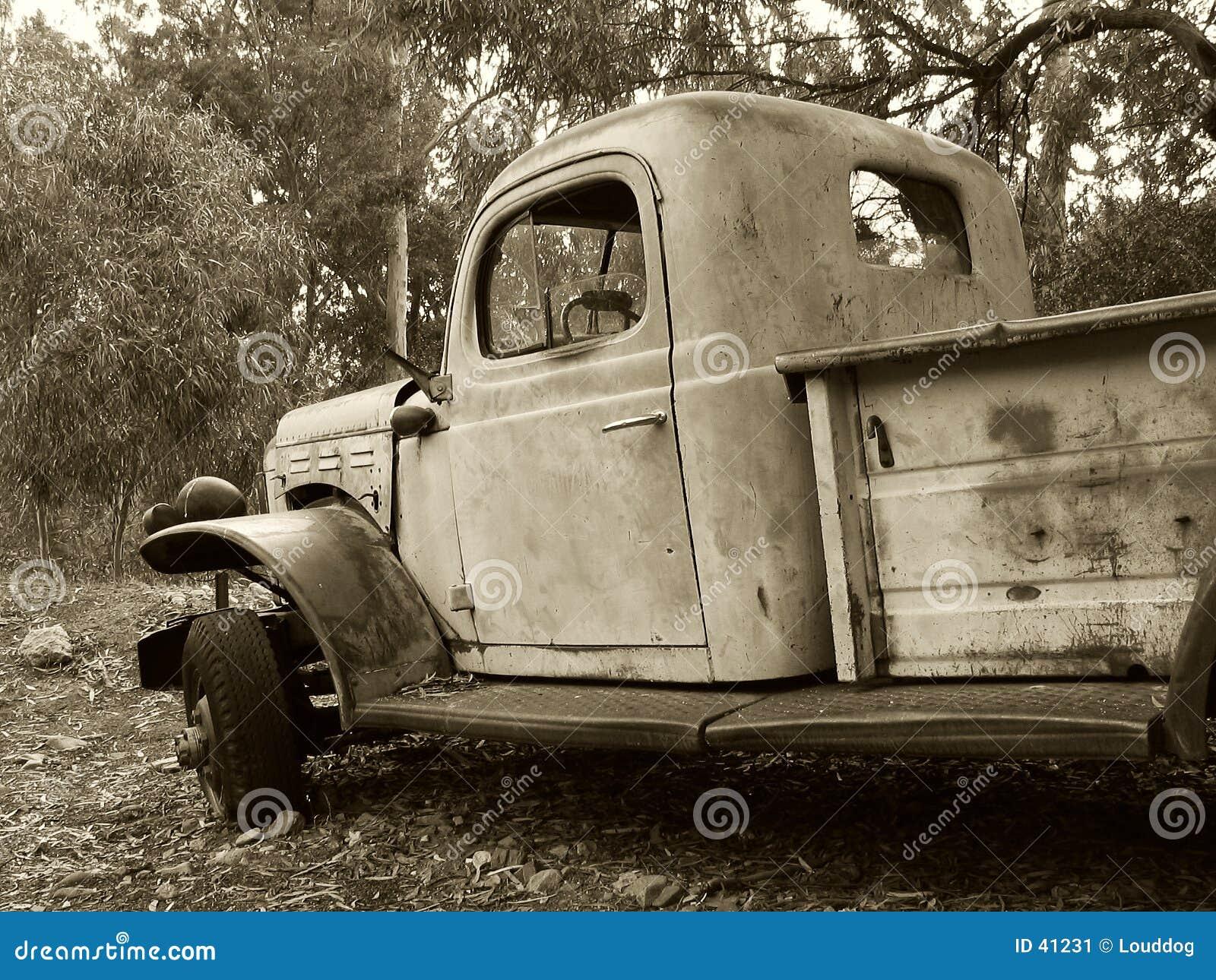 Sepiowa ciężarówka.