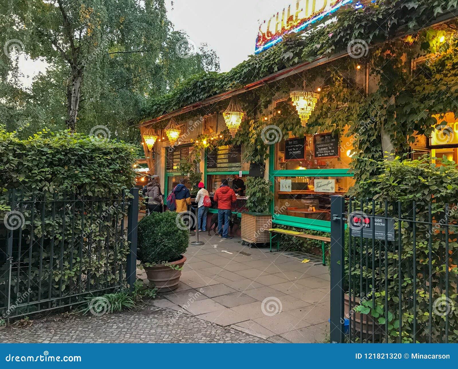 Schleusen Krug Beer Garden In The Berlin Zoologischer Garten