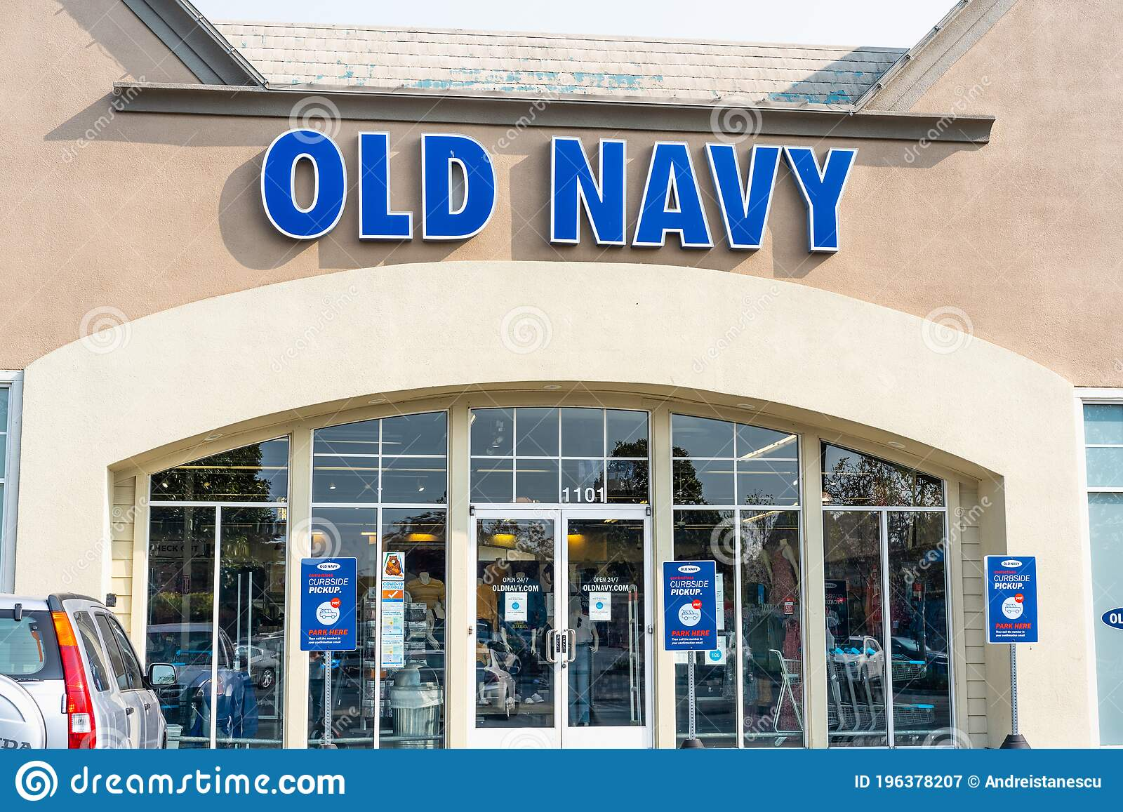 874 Old Navy Store Photos Free Royalty Free Stock Photos From Dreamstime