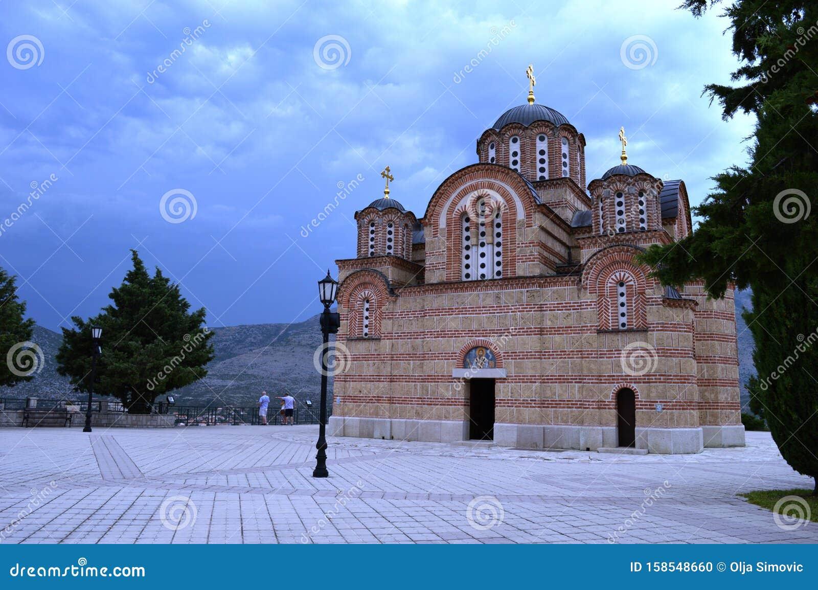 Serbisch-orthodoxe Kirchen stockfoto. Bild von haube
