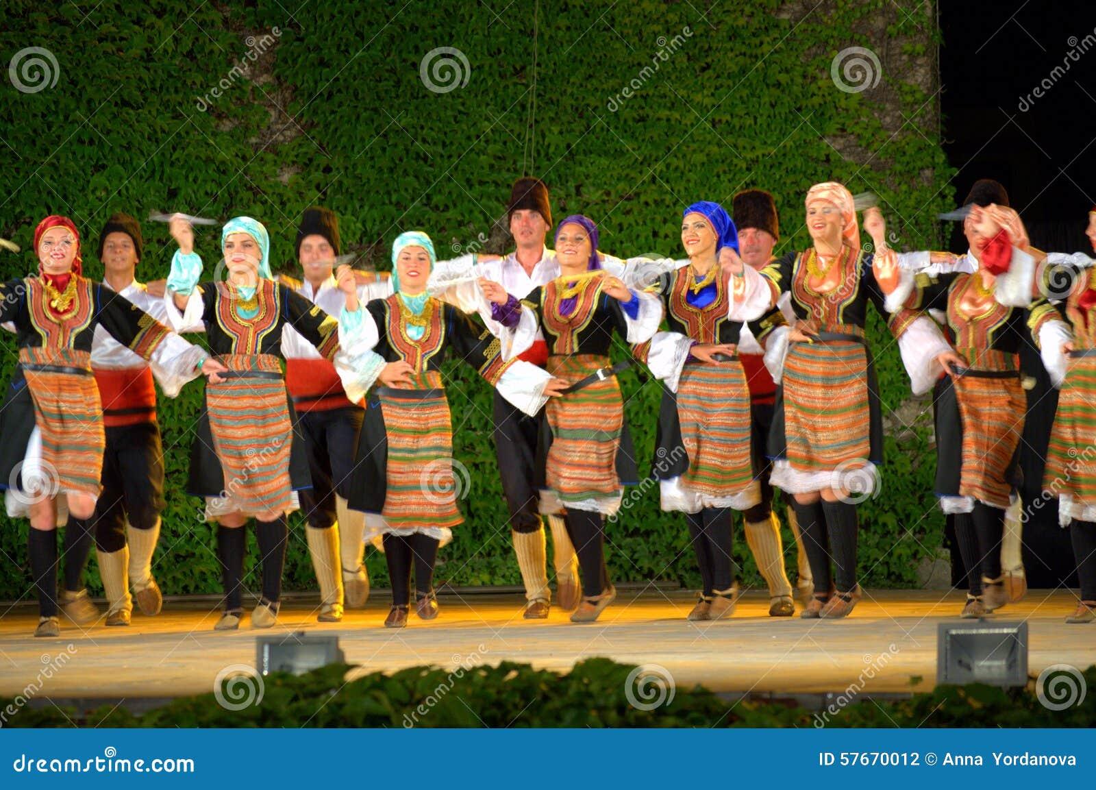 Serbski ludoznawczy zespołu występ