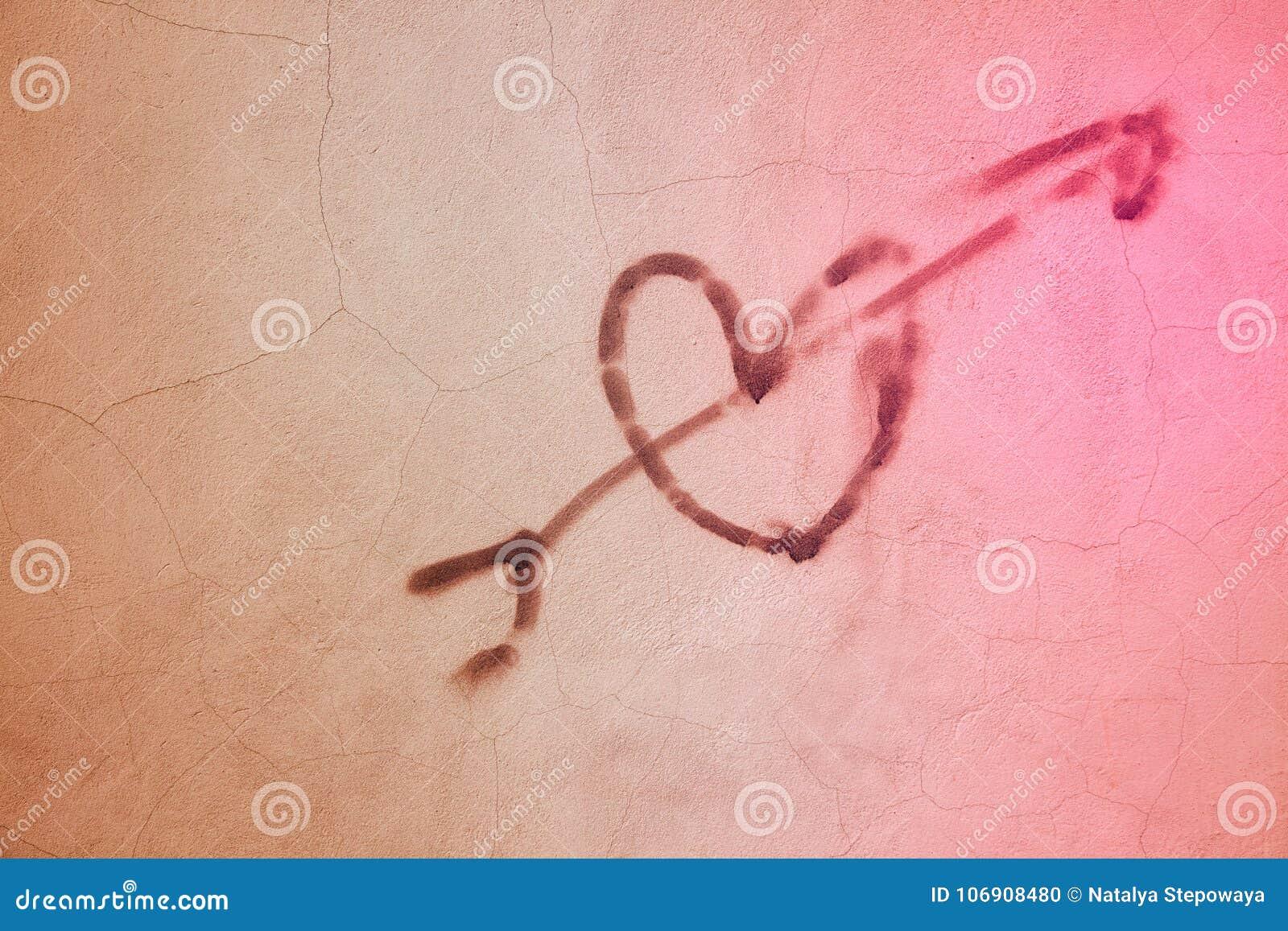 Serce rysujący na tekstury ścianie, przestrzeń dla teksta