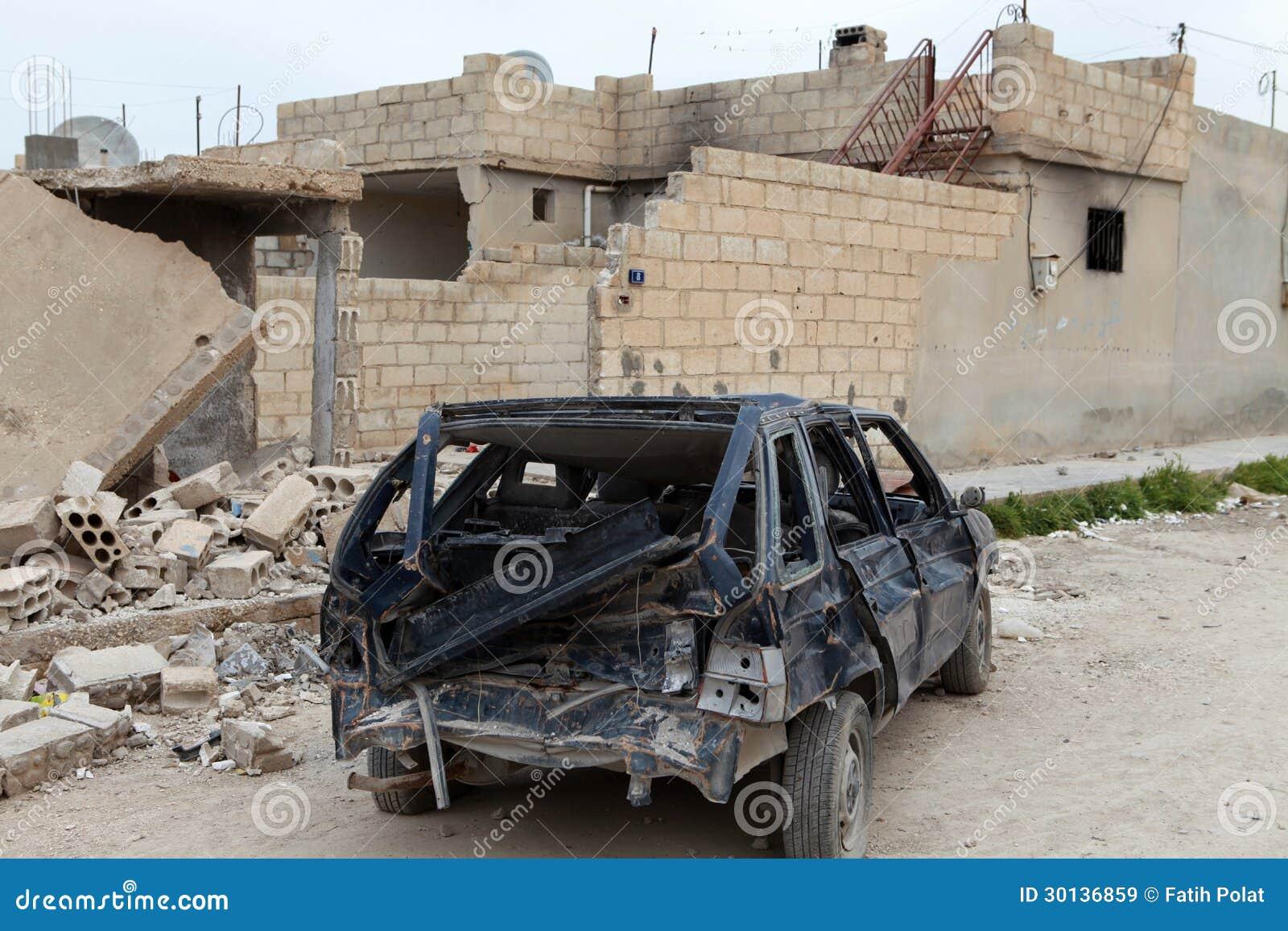 Toll SYRISCHE ARMEE BOMBARDIERTES SEREKANIYE.