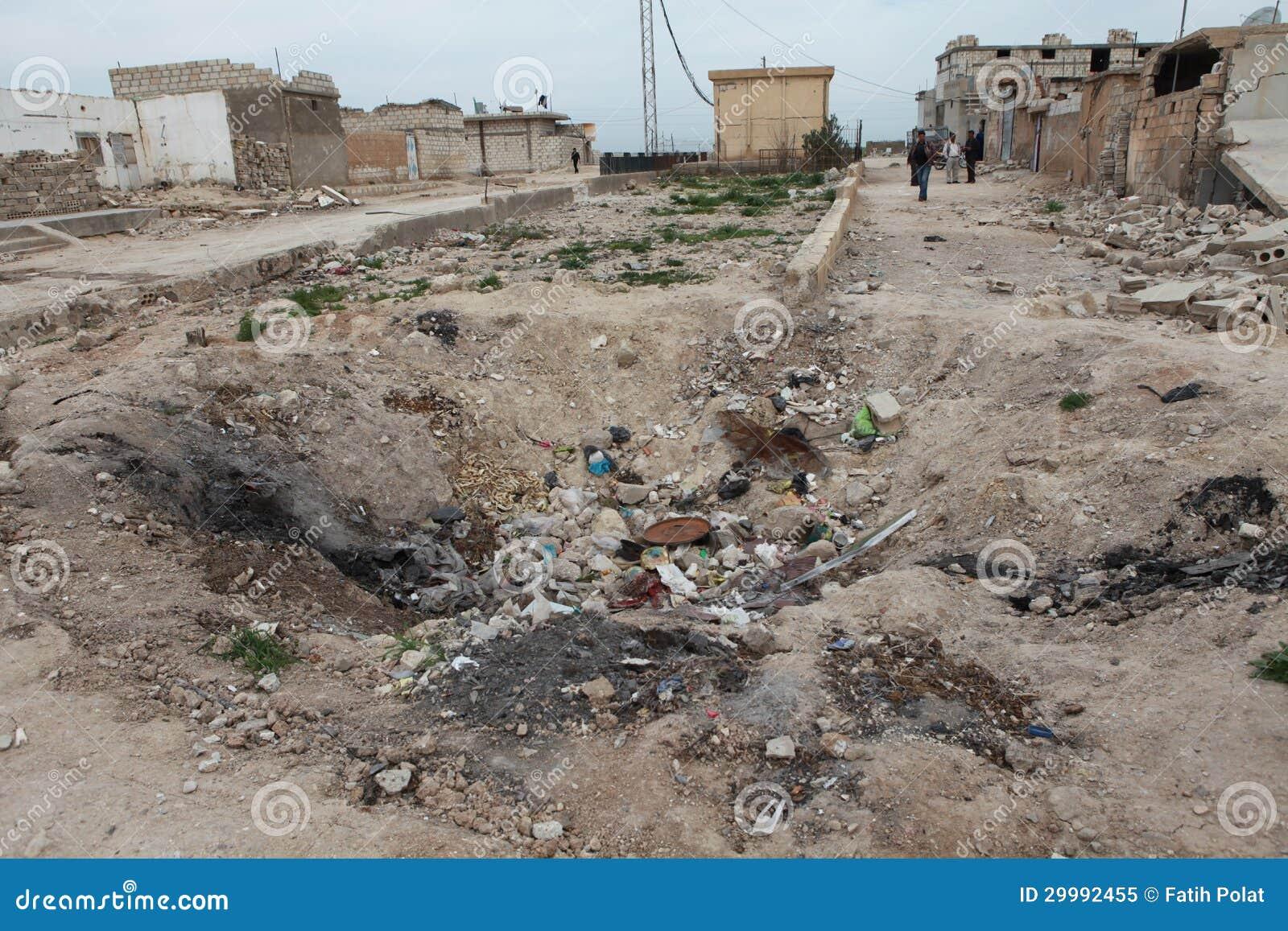 SYRISCHE ARMEE BOMBARDIERTES SEREKANIYE.