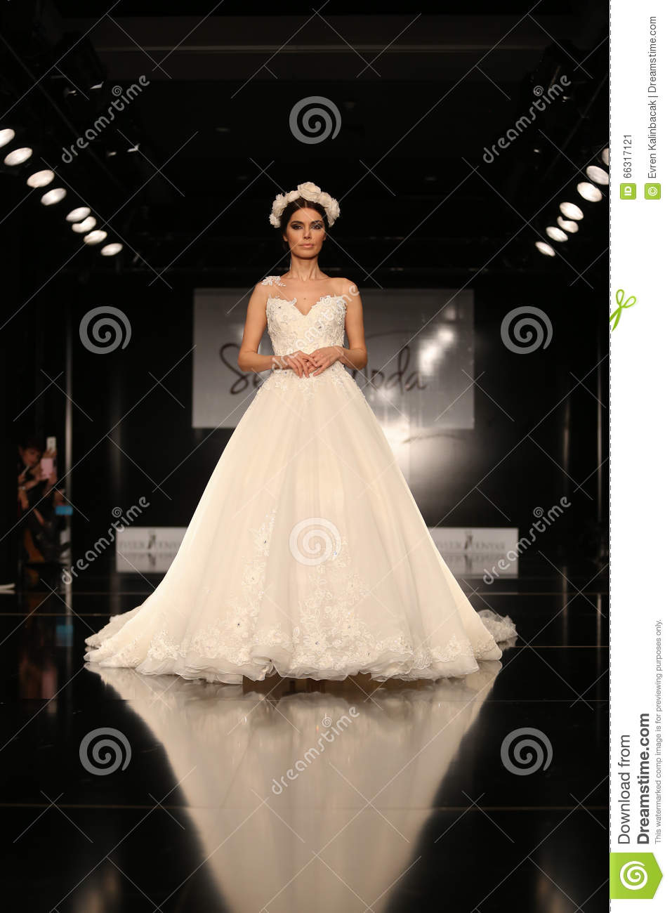 Seren Moda Catwalk editorial photo  Image of model, bride - 66317121