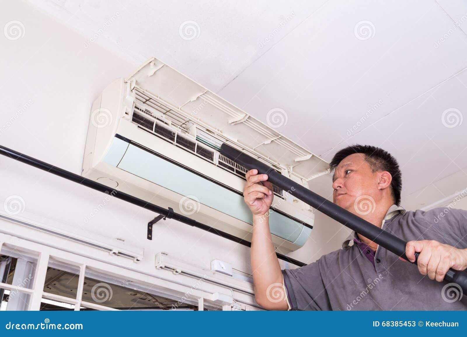 Serie di tecnico che assiste l unità di condizionamento d aria dell interno