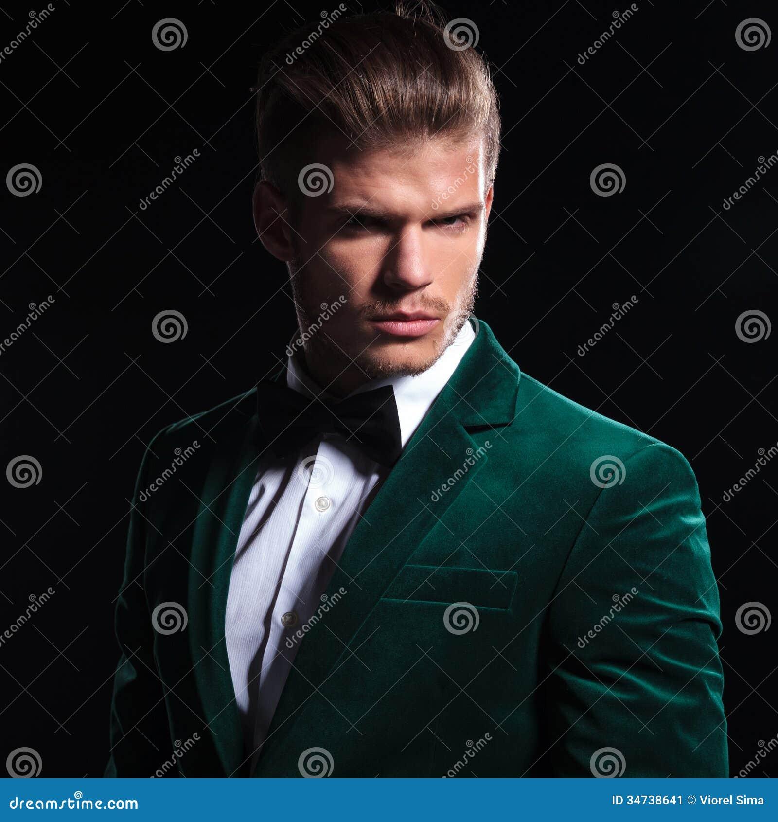 black suit dark green tie - photo #8