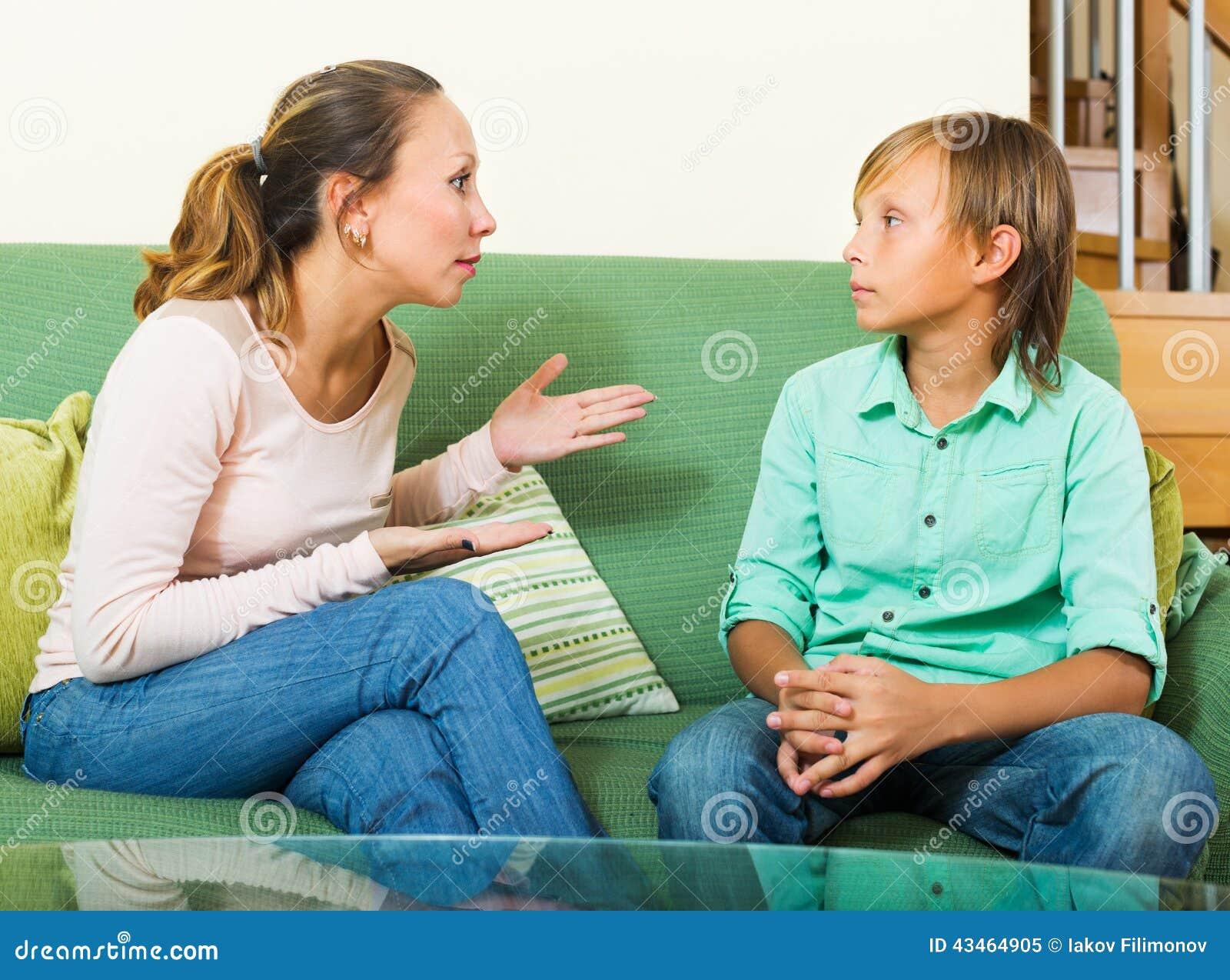 2 teens talking