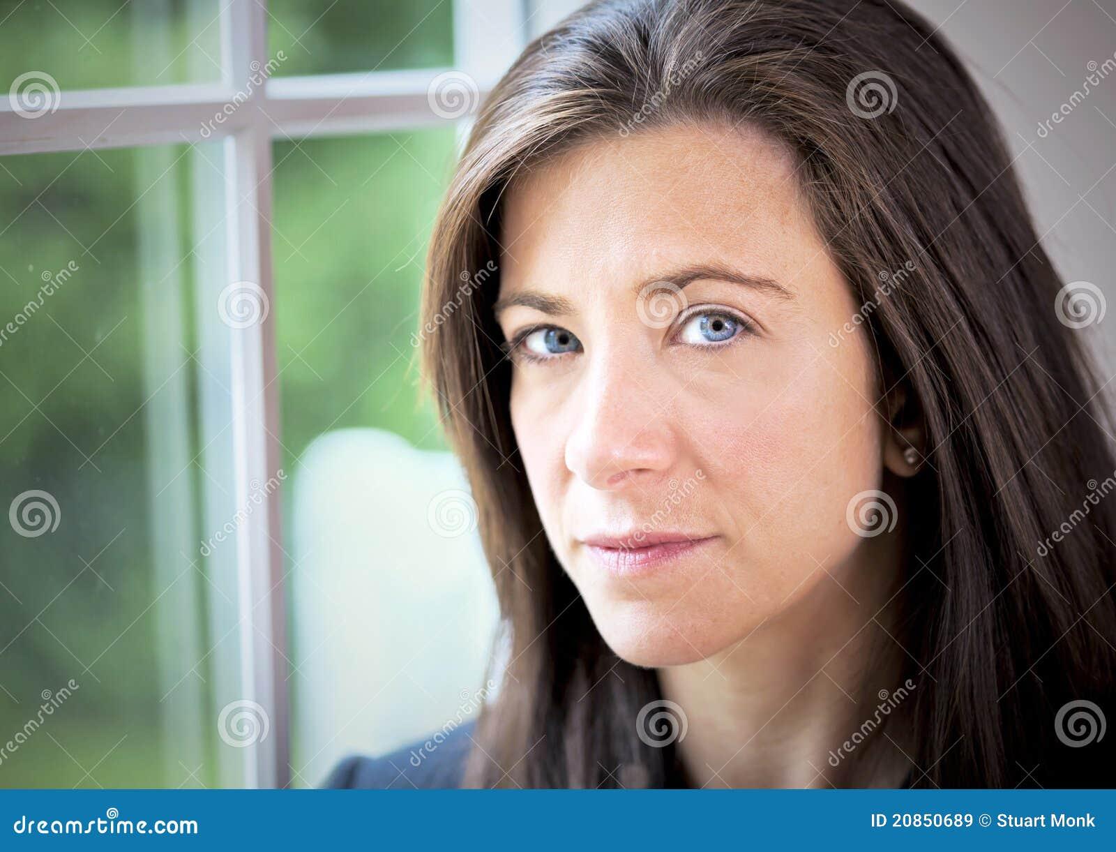 Серьезная женщина фото 16 фотография
