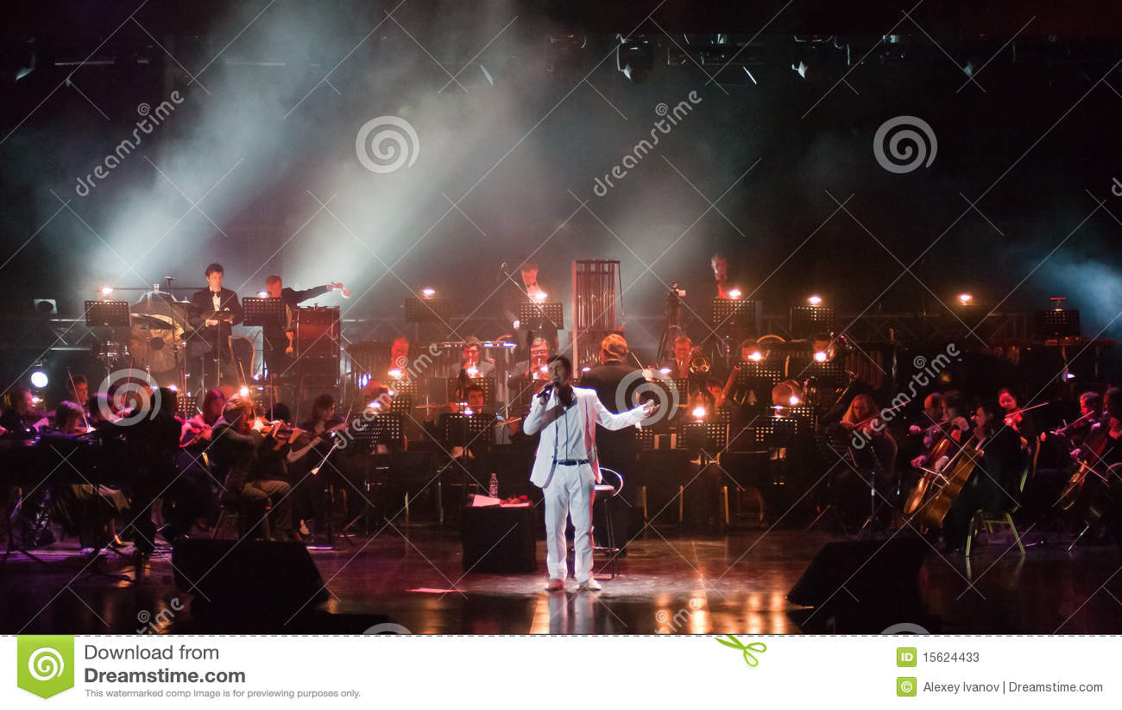 Serj Tankian met symphonic orkest Globalis
