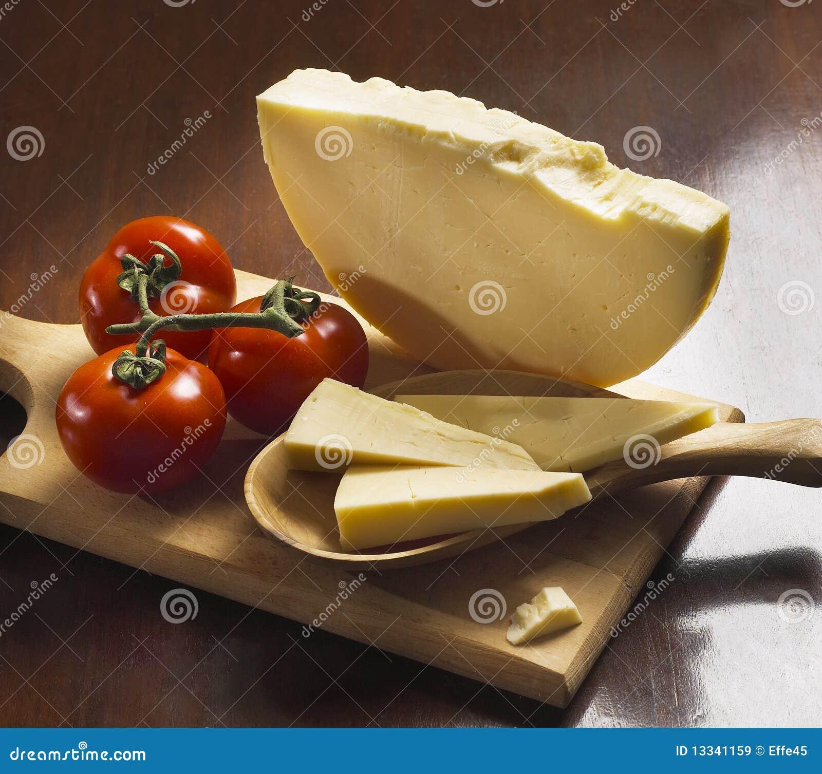 Serowy włoski provolone