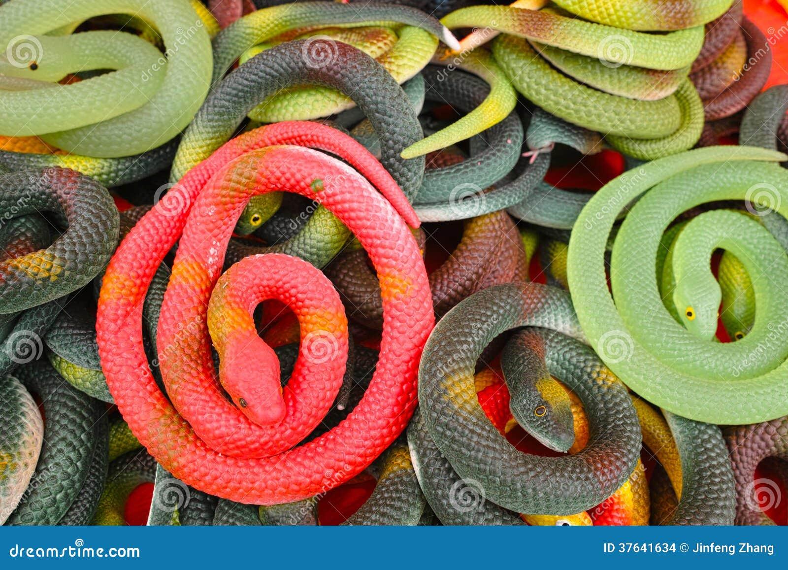 Serpenti di plastica del giocattolo