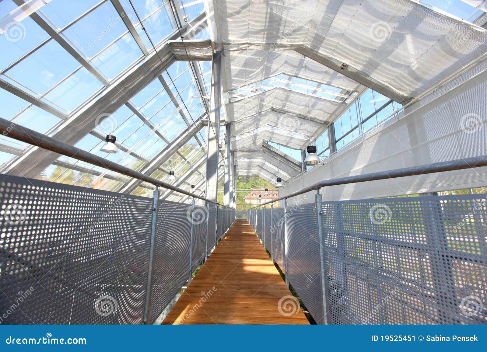 Serra con tetto di vetro immagine stock immagine di for Tetto in vetro prezzi
