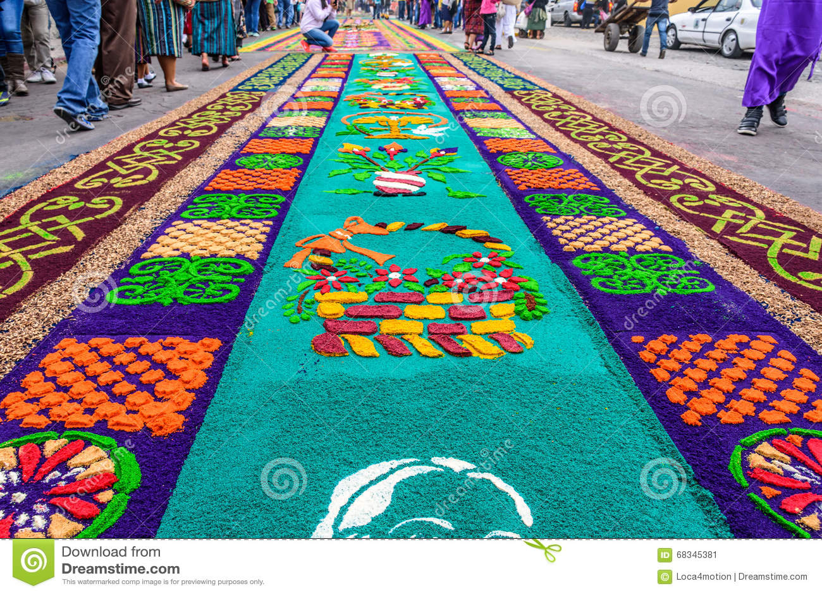 A serragem tingida emprestou os tapetes, Antígua, Guatemala