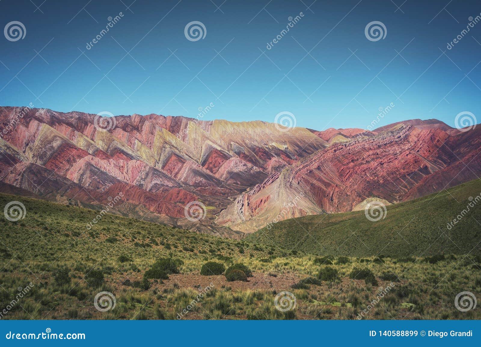 Serrania de Hornocal, les quatorze collines de couleurs chez Quebrada de Humahuaca - Humahuaca, Jujuy, Argentine