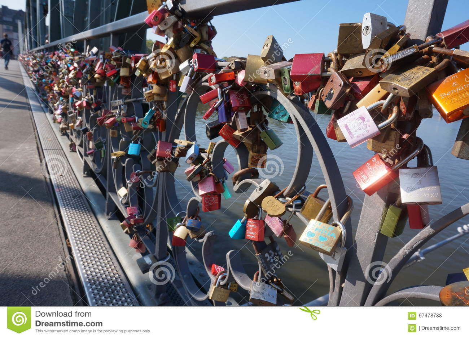Serrature di amore dei ponti di Francfurt