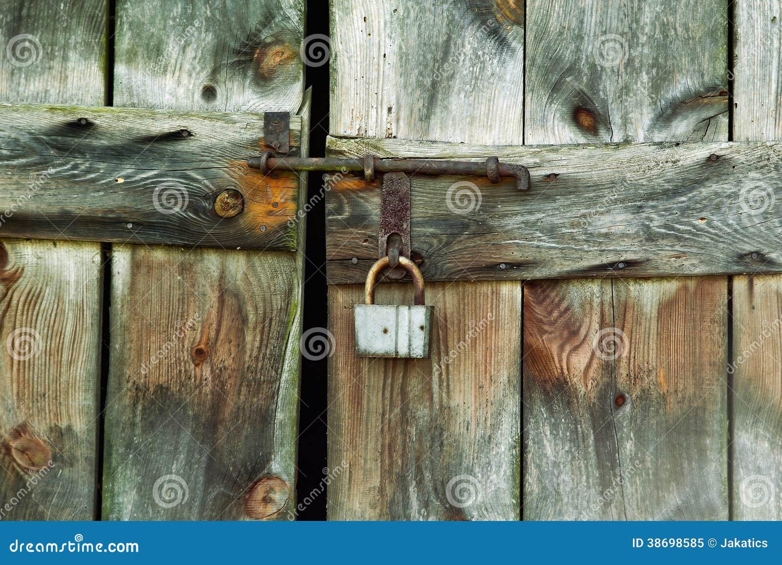 Serrure de la vieille porte de grange photo libre de - Porte grange ...