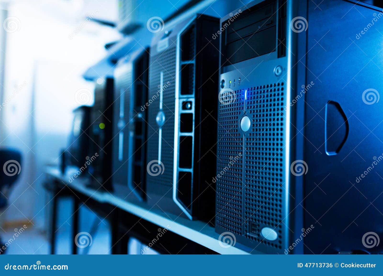 Server di rete nella stanza di dati