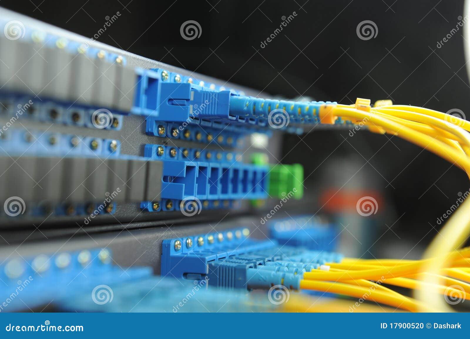 Servers in een centrum van technologiegegevens