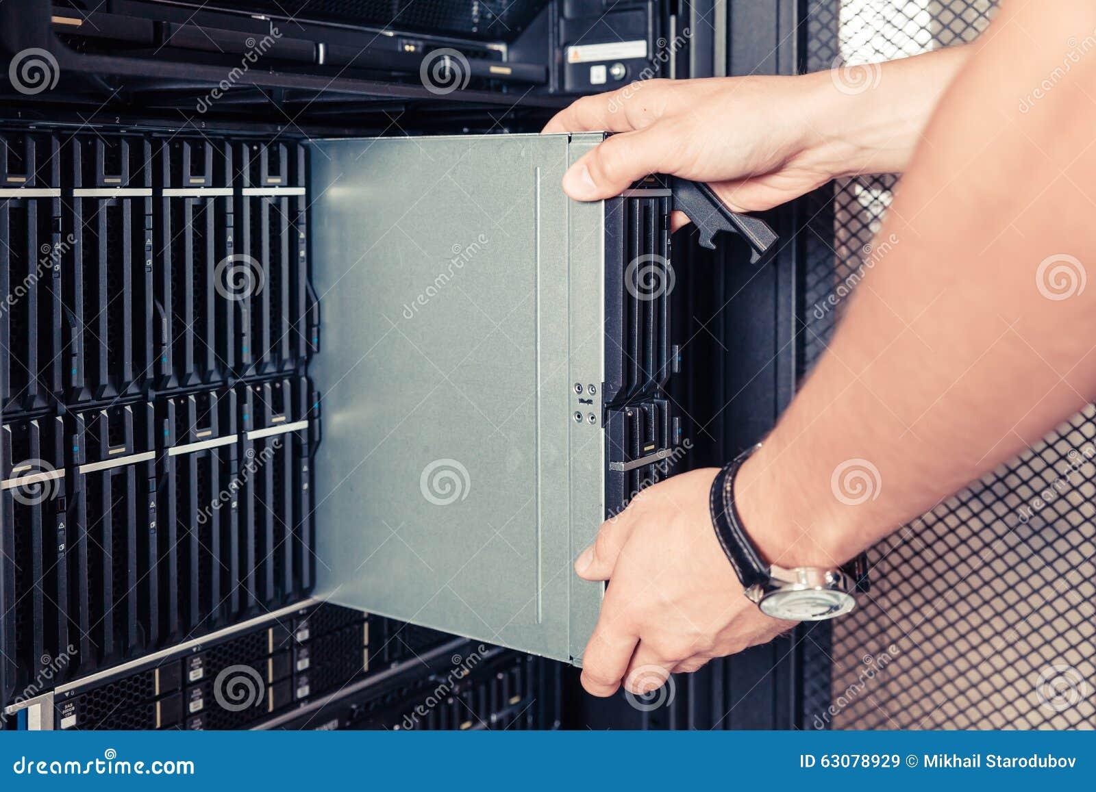 Download Serveur défectueux de lame image stock. Image du noeud - 63078929