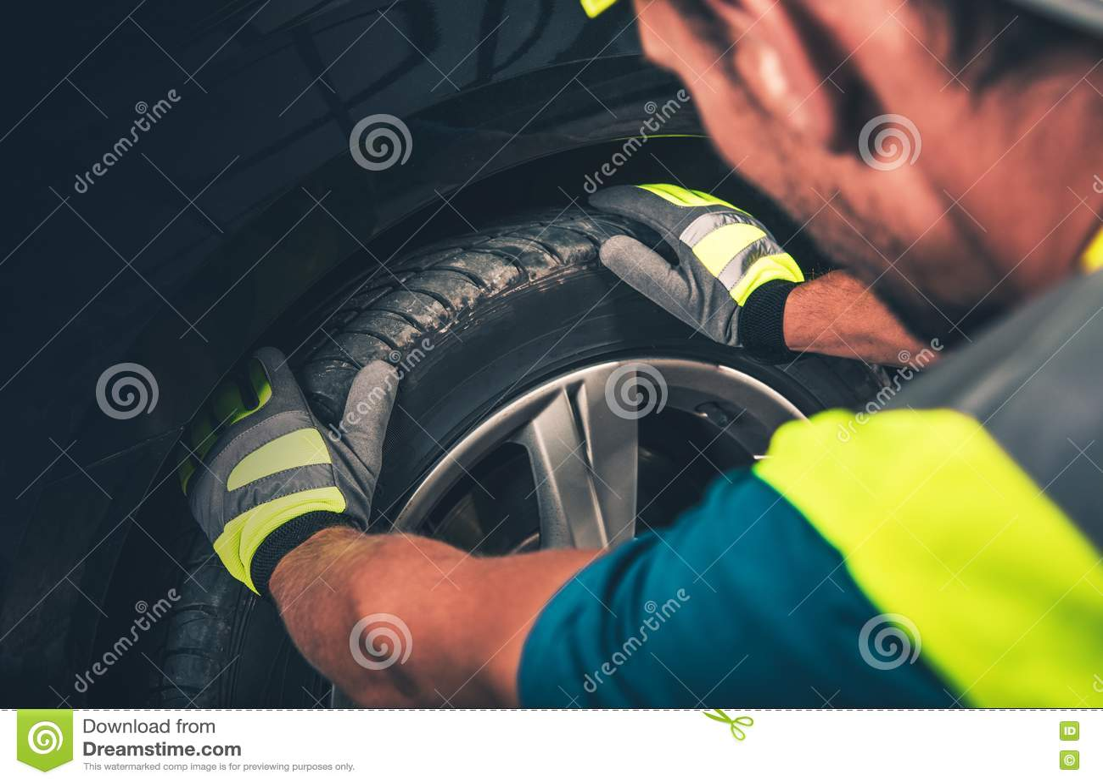 Serviço do pneu e da roda
