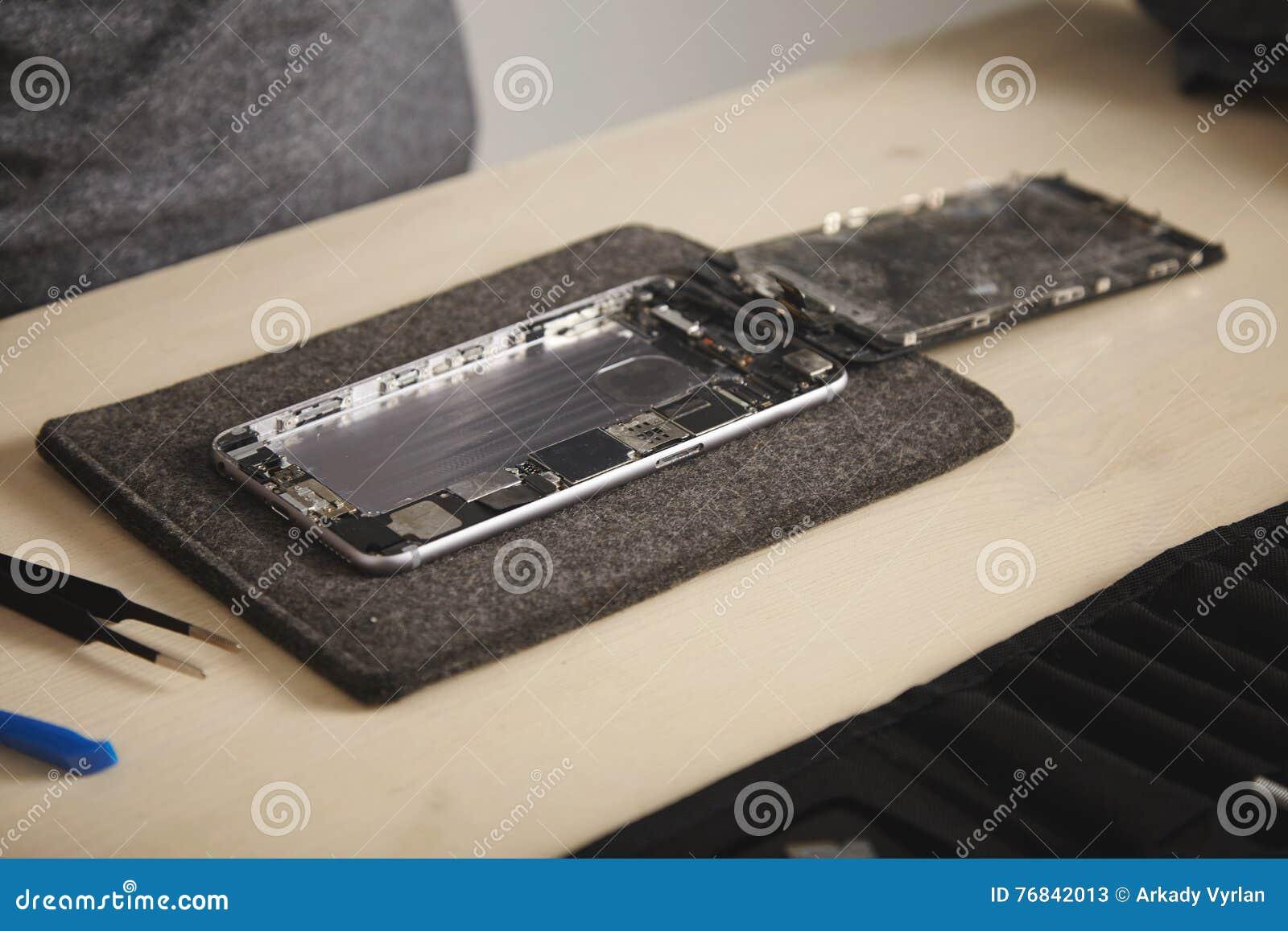 Serviço do repairment do computador e do telefone