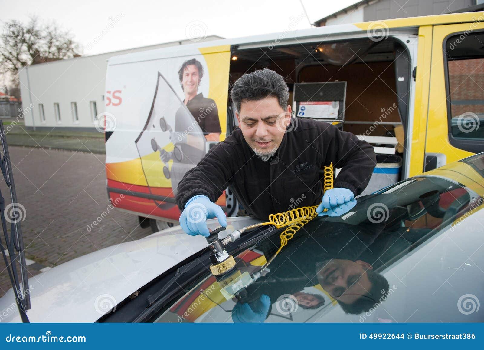 Serviceman from carglass
