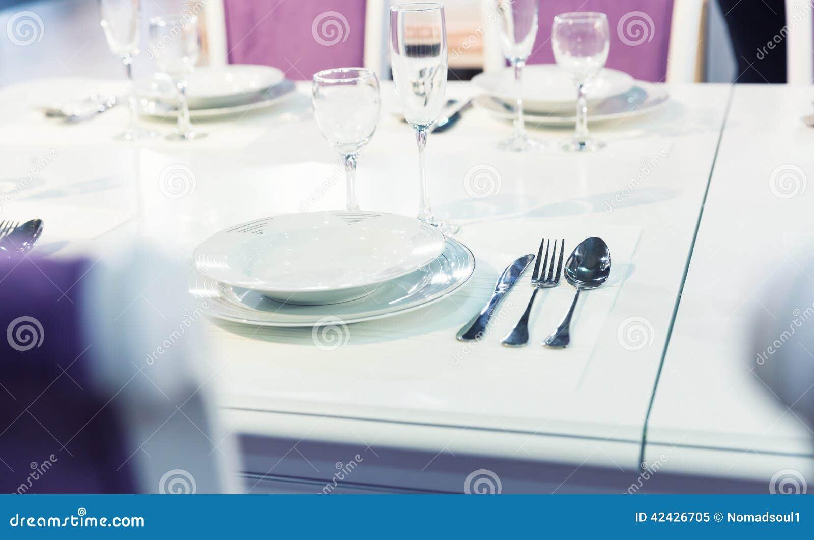 Servido con una placa en la tabla