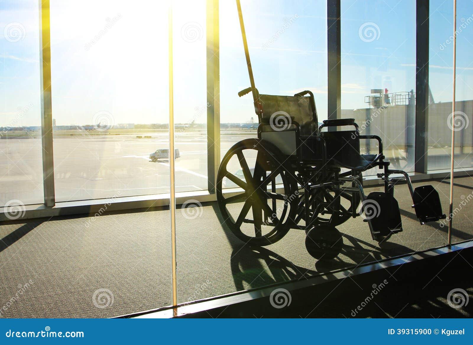 Aeroporto Servizio Terminale Della Sedia Fotografia A In Rotelle Di Y76fybgv