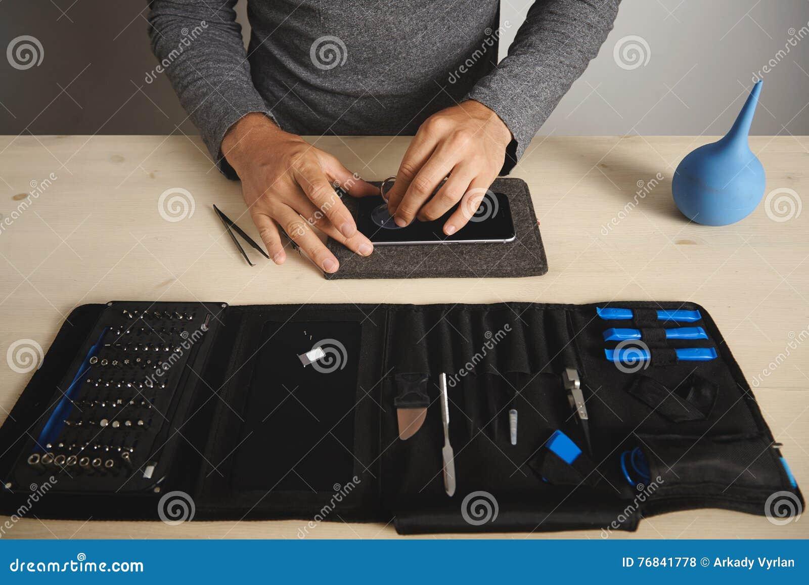 Servizio di repairment del telefono e del computer