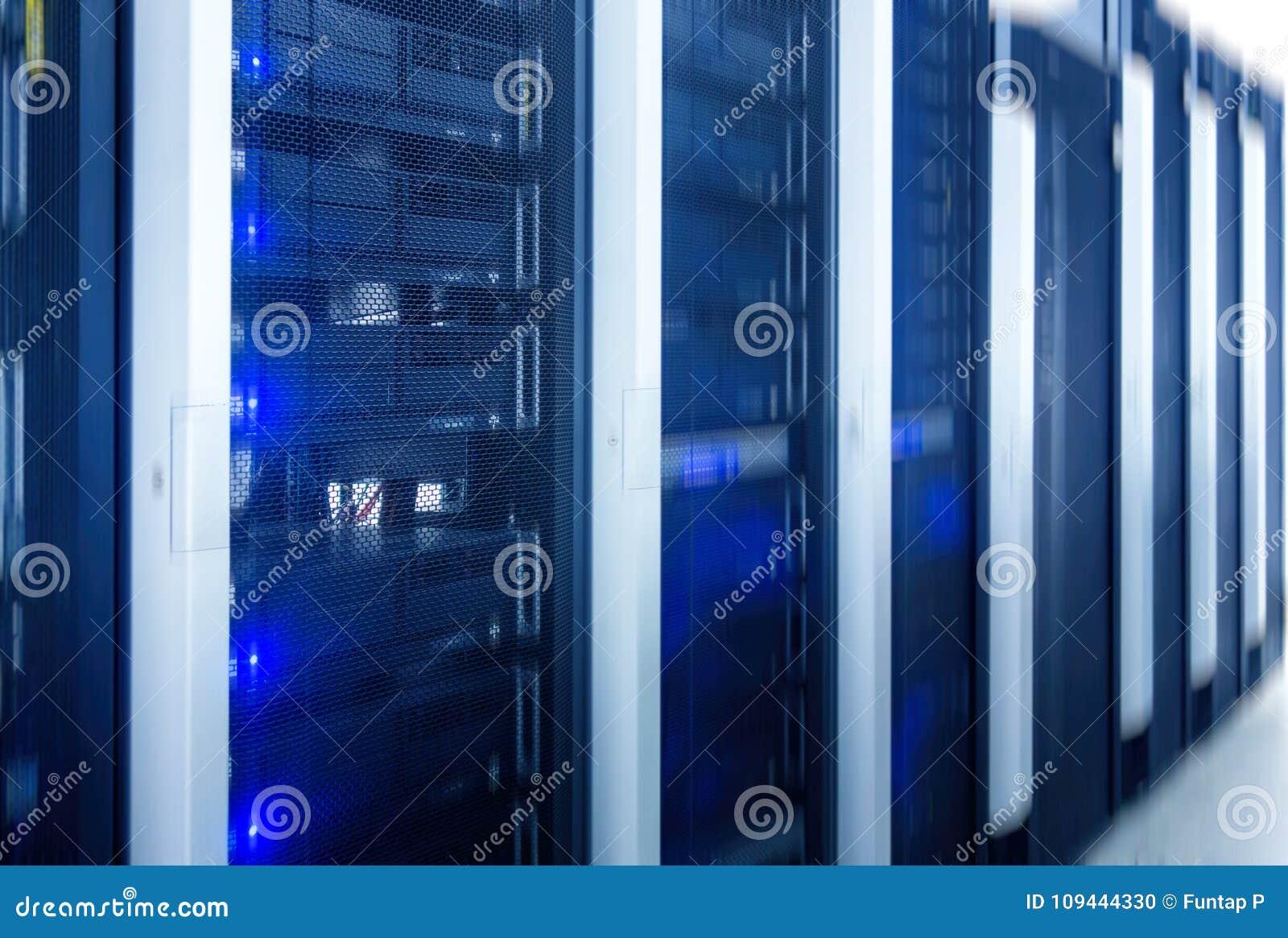 Serweru pokój Sieć internet, sieci telekomunikacyjna technologia, duży przechowywanie danych i chmura oblicza komputerowego poważ