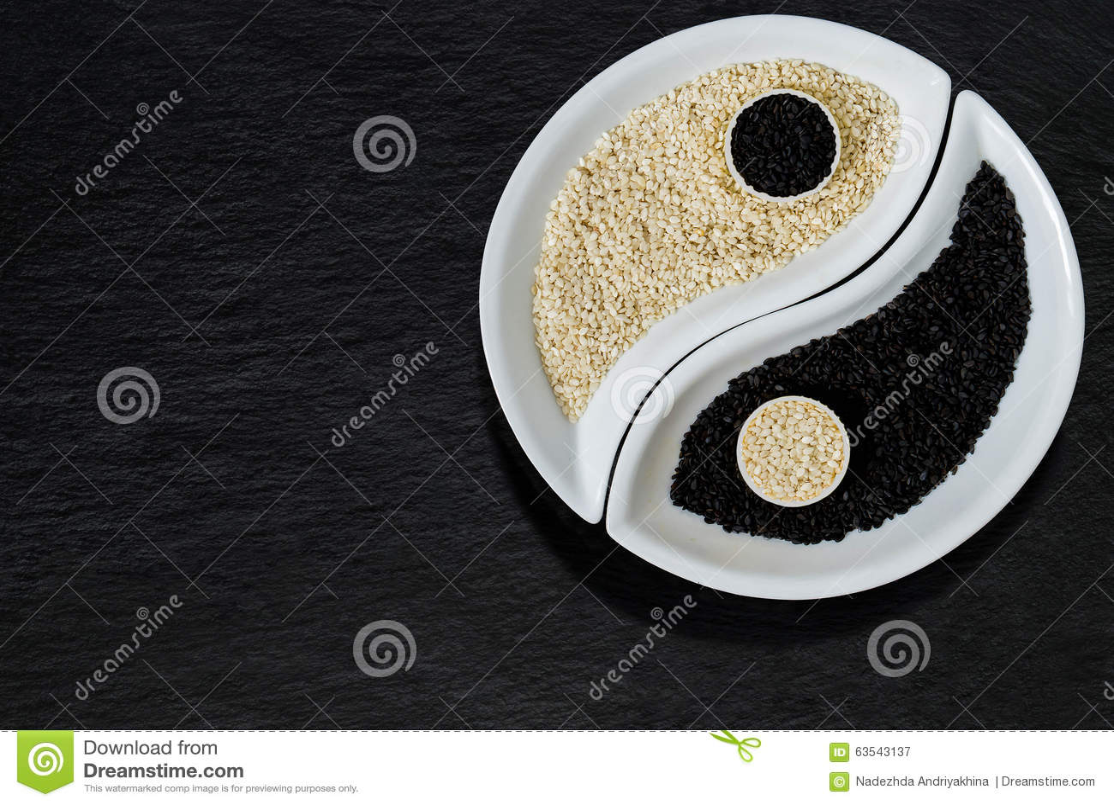 Sesamfrö i form av det Yin Yang symbolet