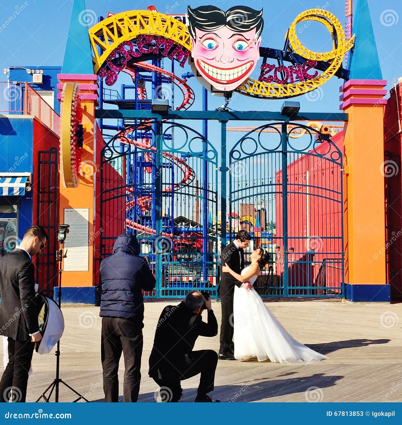 Sessão de foto do casamento de New York do Coney Island