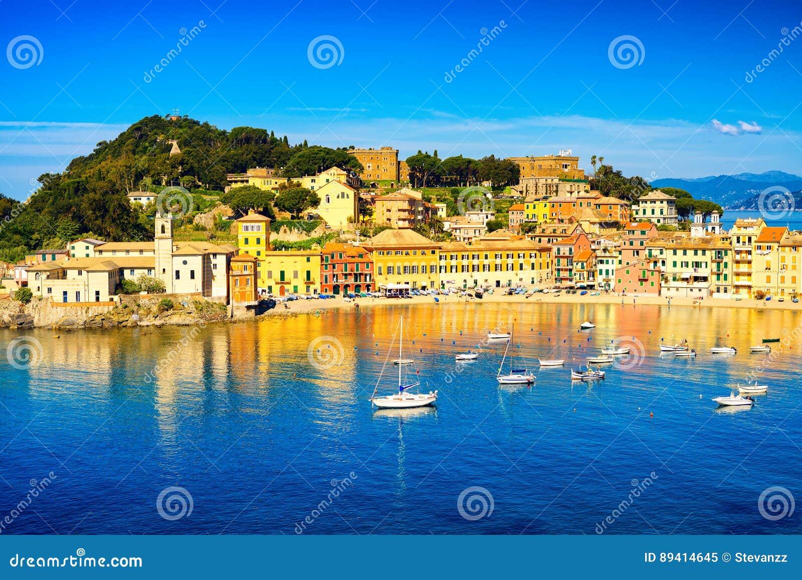 Sestri Levante, porto do mar da baía do silêncio e opinião da praia Liguria,