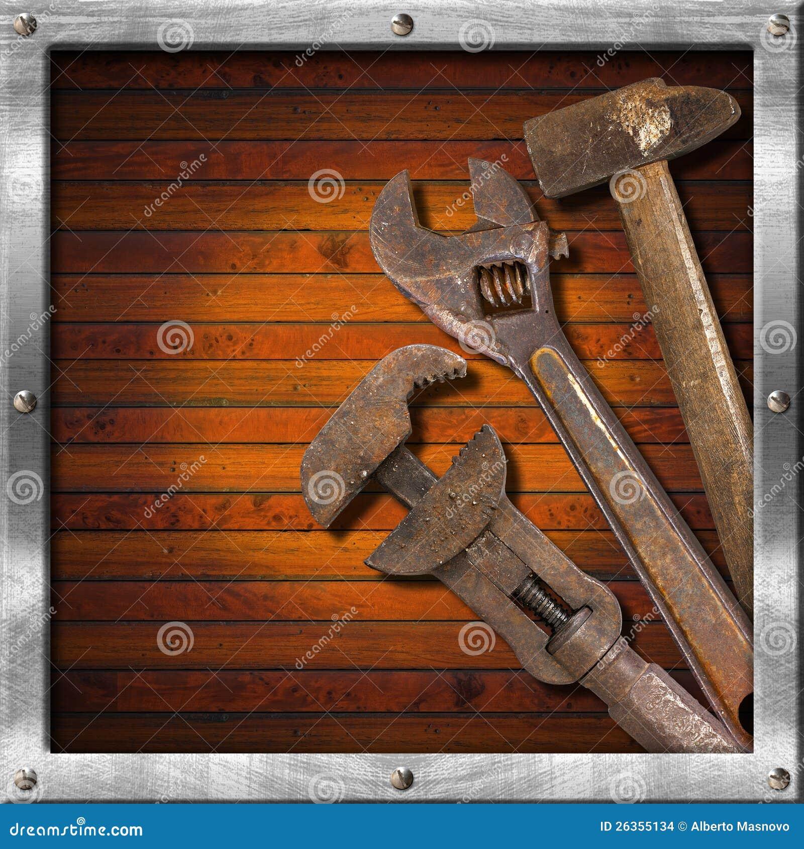 Set alte Hilfsmittel auf hölzernem Panel