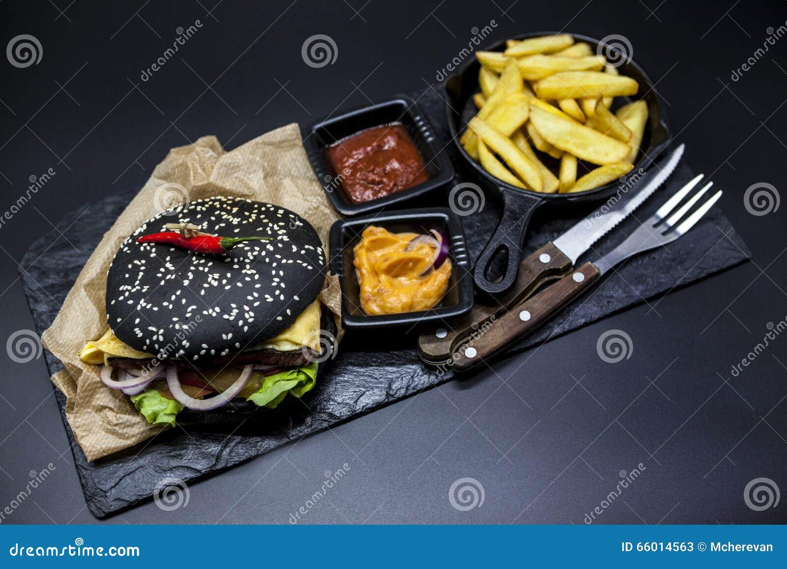 set of the black burger stone plate with black burger. Black Bedroom Furniture Sets. Home Design Ideas