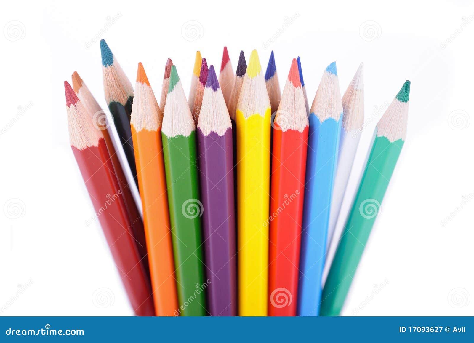 Set Farbenbleistifte gelegt in gelegentliche Ordnung