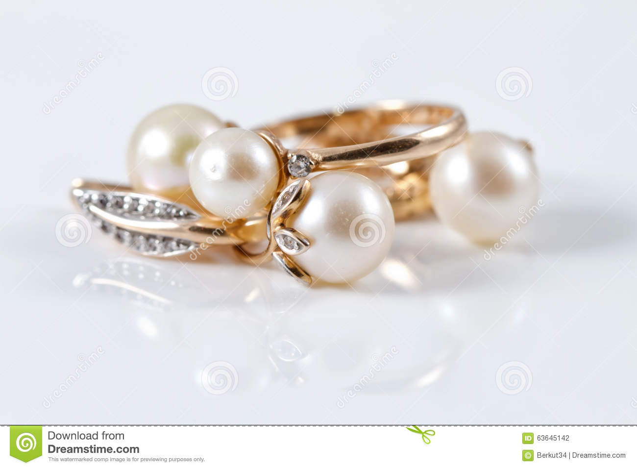 Set Of Gold Earrings And Gold Ring Stock Photo - Image of carat ...
