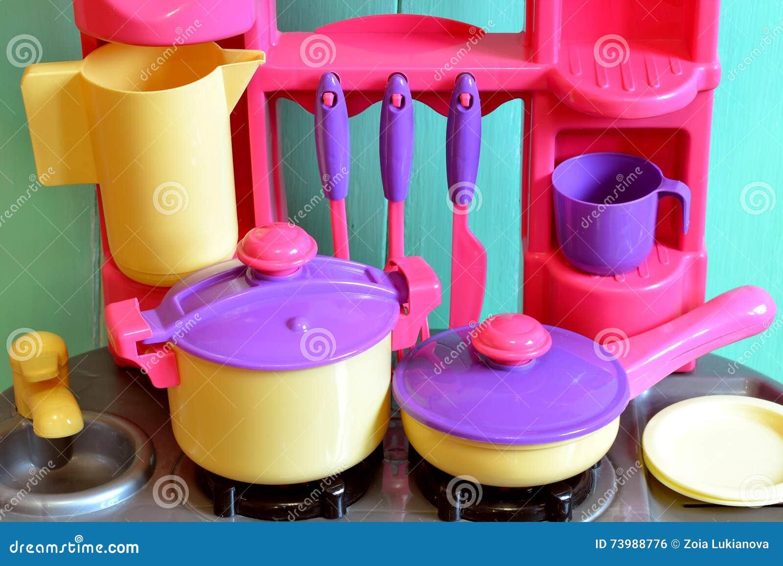 Set of kids dishes children 39 s toys kitchen utensils for Kitchen set wala game
