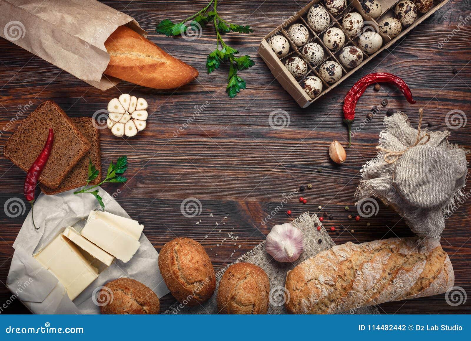 Set produkty na brown desce